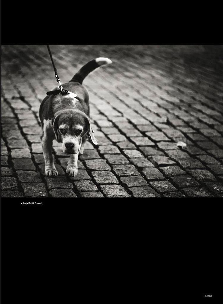 Street photography published in Revista 90+10 Anja Butti
